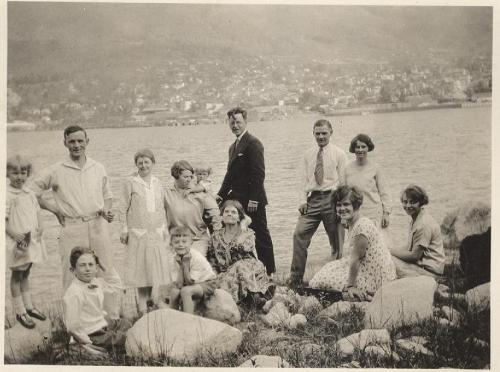 leigh and ken mcbride at bottom left and friends in picnic by lake (1)